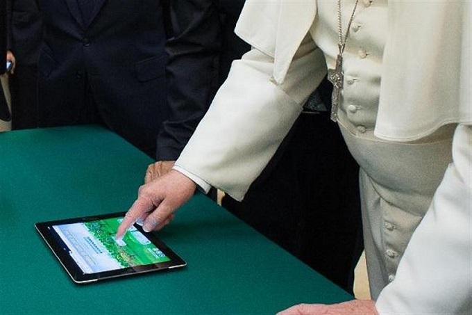 Ferenc pápa iPad