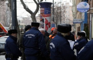 rendőrök-simicskoszlop