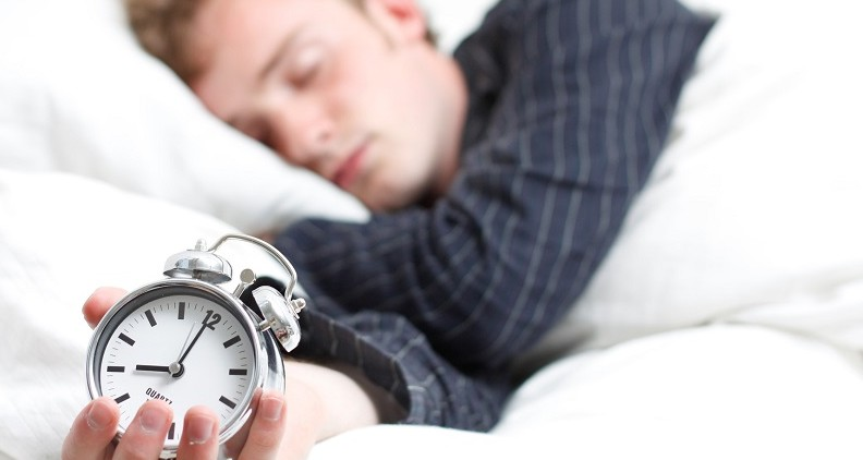 8 óra alvás