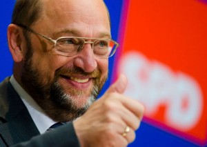 FILE PHOTO: Martin Schulz, Socialist candidate for European Commission president of Germany's Social Democratic Party (SPD), gestures before a press briefing after Sunday's European Parliament election in Berlin May 26, 2014.    REUTERS/Thomas Peter/Files