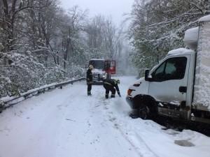 tűzoltók hó mentés