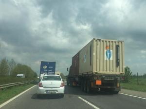 kamionok autópályán