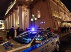 A police car is seen in front of the Bolshoi theater after bomb threats in Moscow, Russia November 5, 2017. REUTERS/Tatyana Makeyeva