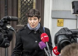 Kecskemét, 2017. november 24. Dobrev Klára, Gyurcsány Ferenc volt szocialista miniszterelnök felesége nyilatkozik a sajtónak a Nemzeti Adó- és Vámhivatal Dél-alföldi Bûnügyi Igazgatósága elõtt Kecskeméten 2017. november 24-én. Az Altus Befektetési és Vagyonkezelõ Zrt.-t és az Altus Portfólió Kft. vezetõjét tanúként hallgatták meg a hárommilliárdos költségvetési csalással gyanúsított Czeglédy Csaba ügyében. MTI Fotó: Ujvári Sándor