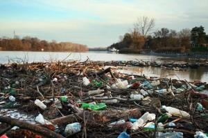műanyag Tisza folyón