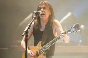 malcolm-young-acdc-650-430