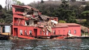 összetört boszporusz műemlék
