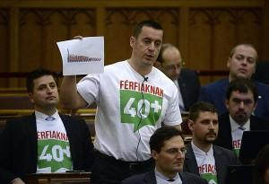 Budapest, 2015. március 2. Sneider Tamás, a Jobbik képviselõje szólal fel napirend elõtt az Országgyûlés plenáris ülésén 2015. március 2-án. MTI Fotó: Bruzák Noémi